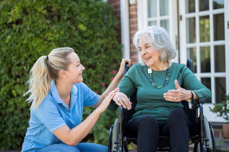una badante vitto alloggio con indennità sostitutiva presta assistenza ad un'anziana